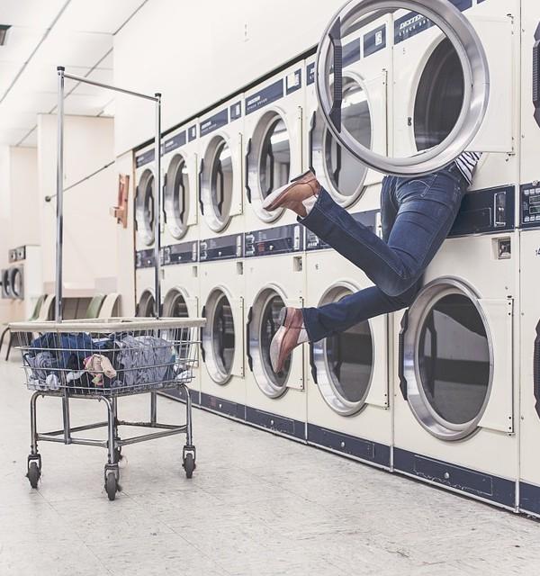Sådan vasker du tøj i Californien