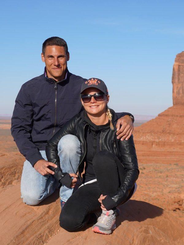 Søren og Lene på deres roadtrip i Monument Valley